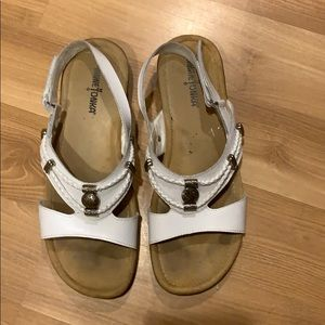 MenneTonka white leather sandals size 9